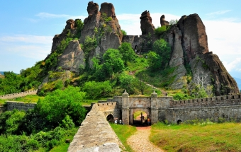 Разходка из въображението - Белоградчишките скали – пещерата  Леденика - пещера Магурата – Враца – Черепишкият манастир – Съева дупка
