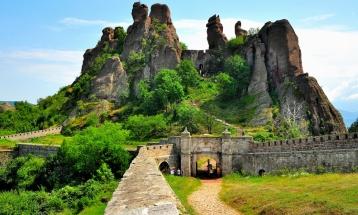 Разходка из въображението - Белоградчишките скали – пещерата  Леденика – Черепишкият манастир